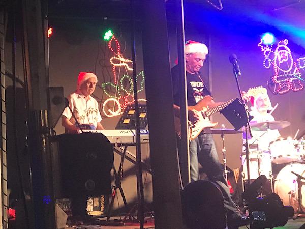 Darren and Harry Game of Tones Burleigh Heads Christmas Carols